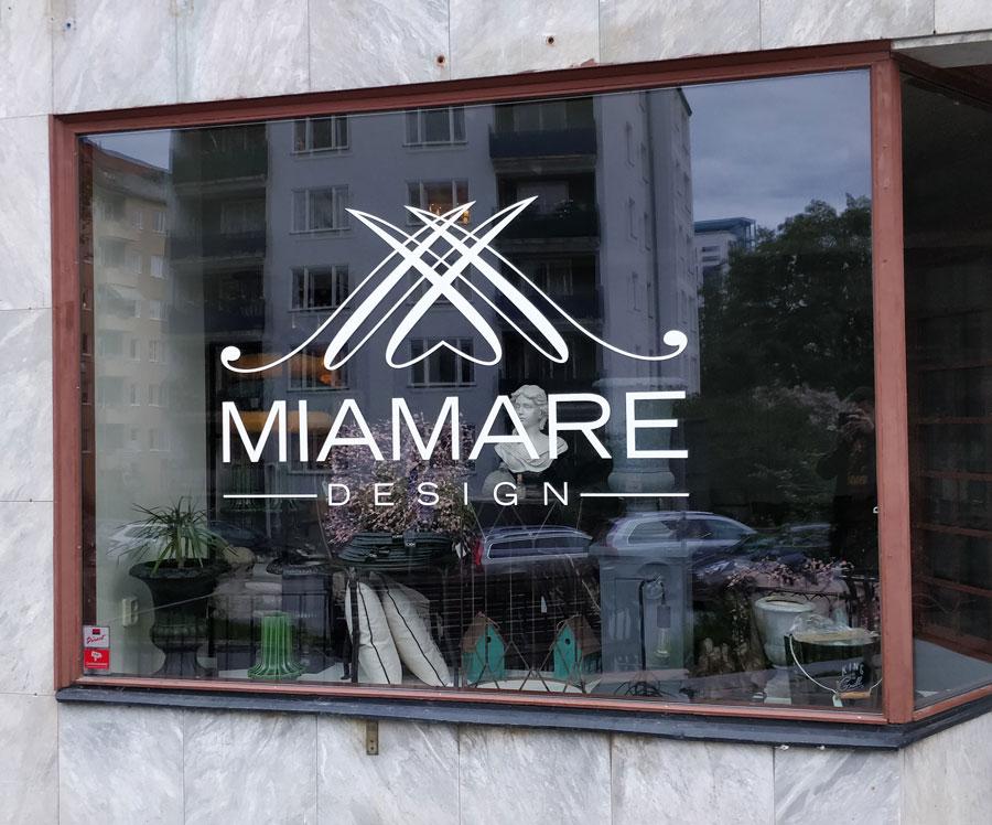 butiksdekor utskuren folie logotyp i solna Miamare Design