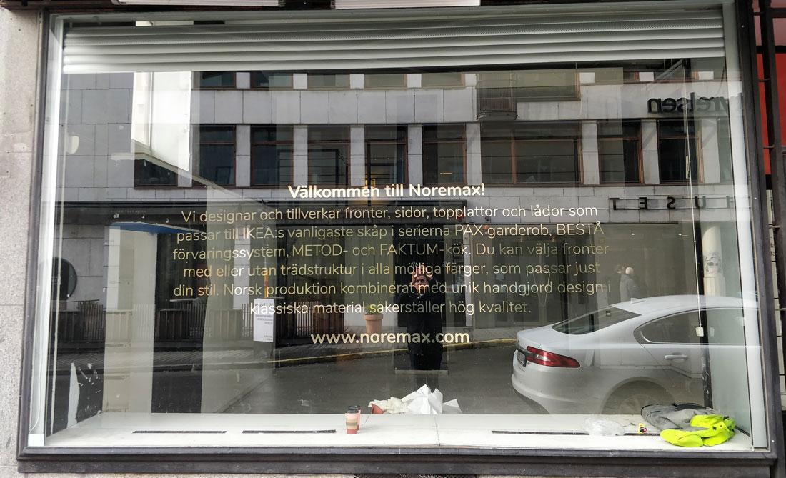 butiksdekaler på fönsterdekor stockholm guld text